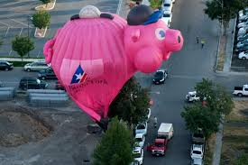 balloon delivery utah pilot saves own bacon glides pig shaped balloon after crash the
