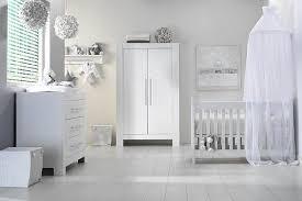 disposition chambre bébé six décos chambre blanc de rêve