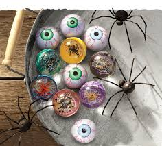 spooky spider and frightening eye bouncy balls will entertain kids