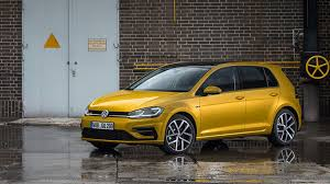 volkswagen r line volkswagen golf 2 0 tdi 150 r line 5dr 2017 review by car magazine