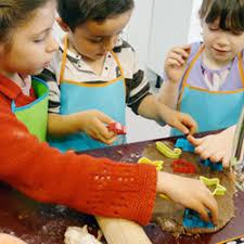 atelier cuisine pour enfant le top des ateliers cuisine pour enfants à familydeal