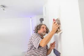 How To Get Scuff Marks Off Walls by How To Fix Damages To Walls Floor And Carpets When Moving