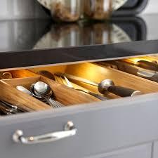 eclairage tiroir cuisine led cuisine bien éclairer la cuisine côté maison