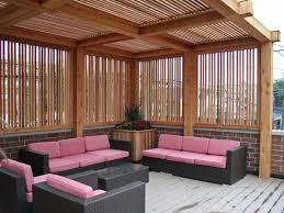 outdoor living room design with wooden pergola and pink sofa idea