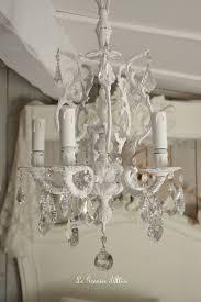 lustres pour chambre lustre cinq branches le blanc pour un effet shabby chic cosy