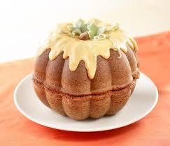 amazon com nordic ware 3d great pumpkin pan novelty cake pans
