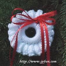 popcorn wreath ornament a free pattern listed in the library of