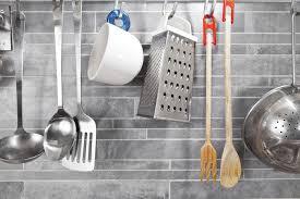 cuisine carrelage gris cuisine grise la cuisine tendance en 40 modèles gris clair