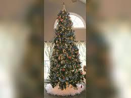 woman turns her 1980s wedding dress into u0027fluffy u0027 christmas tree