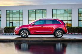cool hybrid cars 2017 kia niro reviews and rating motor trend
