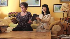 kondo organizing marie kondo organizes a bookshelf youtube