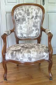 bombe peinture pour tissu canapé peinture pour tissus canape fauteuil retapissac par catac siages