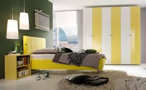 Schlafzimmer Braunes Bett Schöne Schlafzimmer Modelle In Gelb Möbelhaus Dekoration