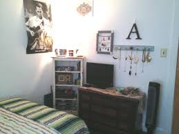 simple yet artsy decor for small room art bed style design
