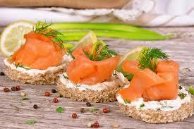 canapé saumon toasts saumon fumé crème fraîche et ciboulette sans gluten valpiform