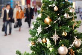 Christmas Tree Shopping Tips - holiday shopping guide smart shopping tips for black friday