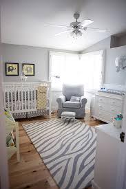 chambre bébé gris idée déco chambre bébé sympa et originale à motif d éléphant
