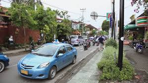 bali indonesia 21 dec 2010 raya basangkasa traffic kuta