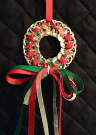 christmas wreath ornaments made with soda tabs by poptoptastic