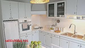 nettoyer cuisine comment nettoyer les meubles de cuisine en bois pour idees de deco