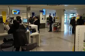 bureau de poste lyon economie à la poste l attente d un client ne doit pas