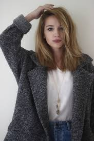 how to pull back shoulder length hair love the long bob if only i can pull off the deep side part