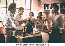 groupe cuisine plus plus chagne groupe gens heureux regarder photo
