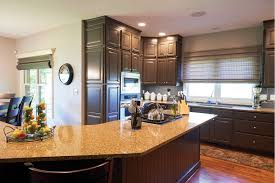 it s all in the details como livingcomo living with updates such as new hardwood floors neutral gray walls updated kitchen cabinets