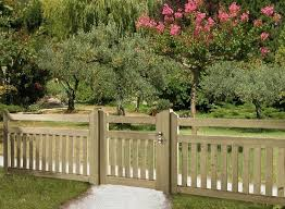 Types Of Garden Fences - the 25 best front yard fence ideas on pinterest yard fencing