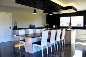 ilot cuisine repas cuisine design avec îlot central et coin repas installé à plaisance