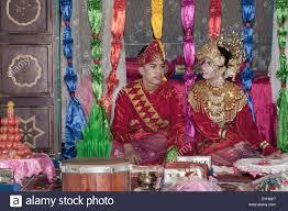 wedding gift indonesia wedding in traditional dress with wedding gifts belitung