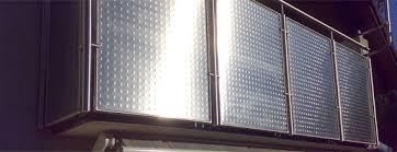 balkon sichtschutz aus glas balkone und geländer aus stahl aluminium oder edelstahl glas