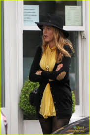 blake lively hotel exit with husband ryan reynolds photo 565838