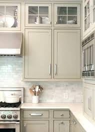 repeindre une cuisine en chene vernis repeindre meuble cuisine chene gallery of une cuisine rnove du beau