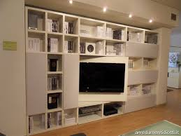 libreria tv soluzione libreria con tv su pannello girevole togliere le ante