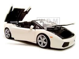 lamborghini gallardo spyder white lamborghini gallardo spyder white 1 18 diecast model car maisto 31136