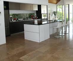 carrelage pour sol de cuisine revetement de sol pour cuisine agrandir un carrelage pour une grande
