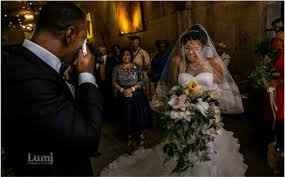 Wedding Dress Chord Viral Photo Of Nigerian Man His Bride And Her Mother Crying
