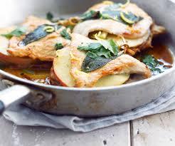 cuisiner escalope de dinde recette gourmande escalope de dinde à la pomme et à la sauge