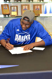 Letter Of Intent To University by Dctc Forward Signs Letter Of Intent To Play At Four Year