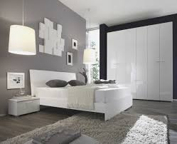 schlafzimmer grau streichen schlafzimmer streichen schlafzimmer landhausstil holzpaneele
