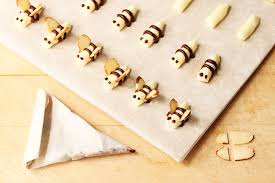 Little Buttercream Bees and How To Make A Piping Cone
