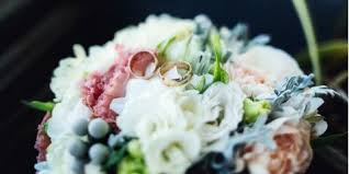 5 Tips For Choosing The Perfect Wedding Vendors by A Local Florist Spotlights 3 Unique Ideas For Wedding Centerpieces