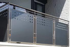 balkon lochblech balkongeländer edelstahl glas