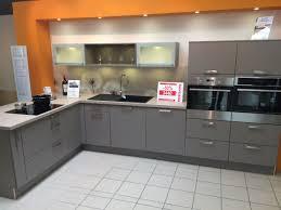 cuisine taupe et gris cuisine taupe et bois cheap attrayant peinture taupe pour meuble