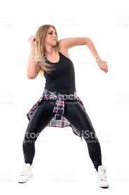 imagenes en movimiento bailando salón de baile energético bailarina moviendo los brazos y las