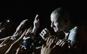 one light linkin park linkin park shares one more light video to honor chester