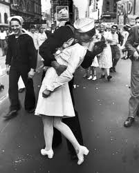 Vancouver Riot Kiss Meme - 21 of the most iconic kisses in history
