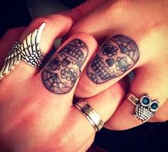 too cute skull tattoo on finger in 2017 real photo pictures