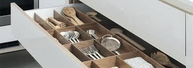 tiroir interieur placard cuisine cuisine dans un placard les placards et tiroirs amenagement